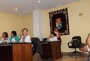 Centro de la foto, Isabel Santiago (NC) y Onalia Bueno (Ciuca)