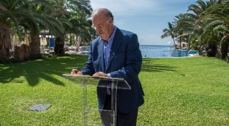 Vicente del Bosque eligió el Lopesan Costa Meloneras para reunirse con la prensa