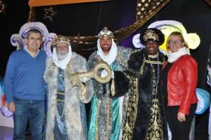 Marco Aurelio Pérez y Elena Álamo entregan la llave del municipio a los Reyes Magos de Oriente