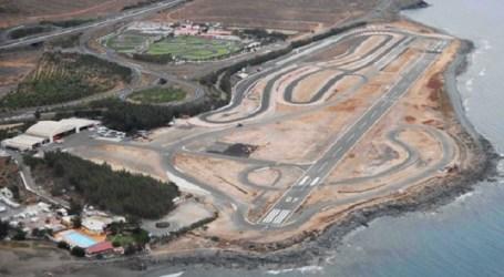 Aterriza sobre unos apartamentos en Playa del Inglés tras fallarle el paracaídas