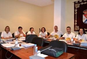 Los seis ediles de Ciuca y la la concejala de NC (derecha), en el pleno de la corporación moganera