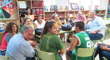 Fernando Romay visita a los alumnos ganadores del 'Basket Lover 2014'