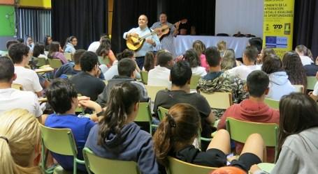 Yeray Rodríguez acerca la improvisación oral a más de 300 alumnos de Santa Lucía
