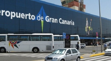 Gran Canaria recibe a los turistas en el Aeropuerto de Gando con degustaciones y folclore