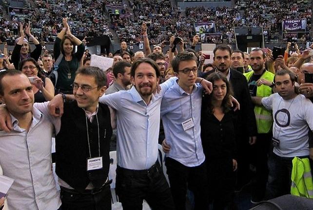 El líder de Podemos, Pablo Inglesias, flanquado por Juan Carlos Monedero e Íñigo Errejón