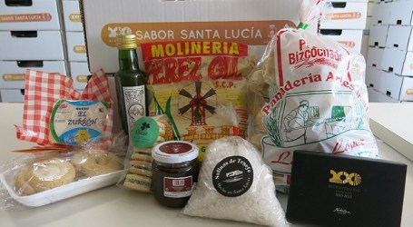 Productos Sabor Santa Lucía llenan la cesta de Navidad de los trabajadores municipales