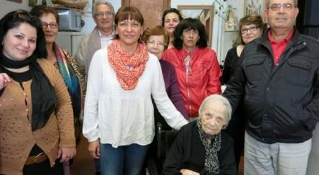 Santa Lucía de Tirajana felicita a 'Aurorita' Verde en su 102 aniversario