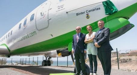 El DC-7 del Real Aeroclub de Gran Canaria luce nueva imagen