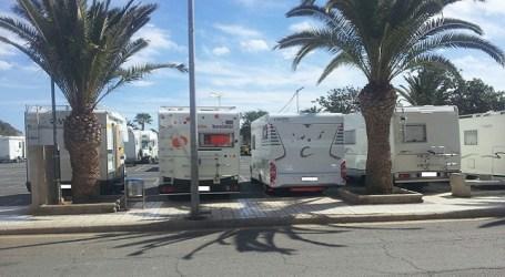 El Ayuntamiento de Mogán prohíbe el estacionamiento de autocaravanas