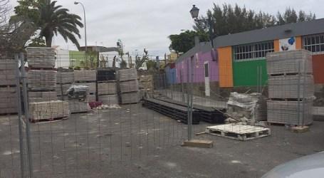 Material de obra acumulado dificulta el acceso a la guardería de Arguineguín