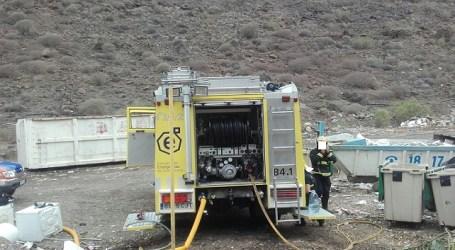 Los bomberos del Consorcio intervienen en el vertedero municipal de Balito