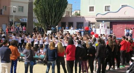 Alumnos de Secundaria llenan la Plaza de San Rafael por el Día Escolar de la No Violencia