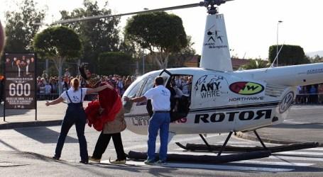 Los Reyes Magos aterrizan en el Ayuntamiento de Santa Lucía ante cientos de niños