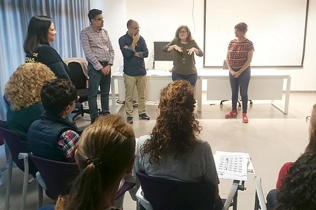 Curso de lenguaje de signos, en Santa Lucía