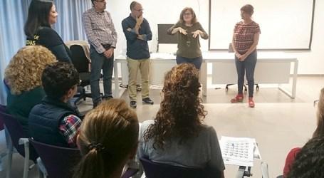Personal de la Oficina de Atención al Ciudadano de Santa Lucía se forma en lenguaje de signos