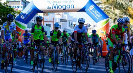 110 ciclistas participan en la Marcha Cicloturista por el Día de la Bicicleta en Mogán