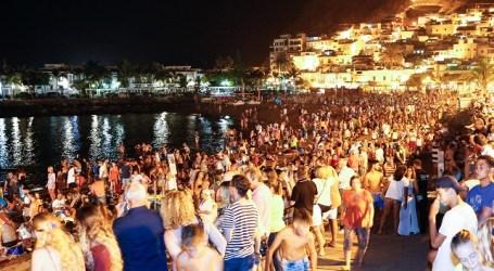 Unas 8.000 personas disfrutaron en Playa de Mogán de la noche de San Juan