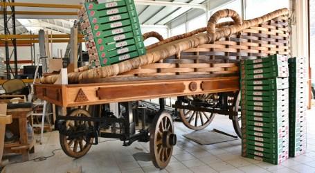 Mogán estrena carreta en el Pino en la que llevará 800 kilos de fruta y 200 kilos de pescado