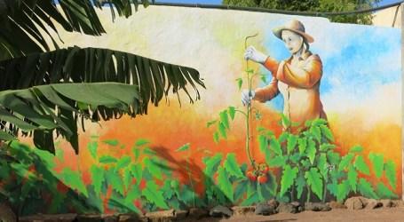 El Museo La Zafra rememora el trabajo de la mujer en la agricultura con un mural