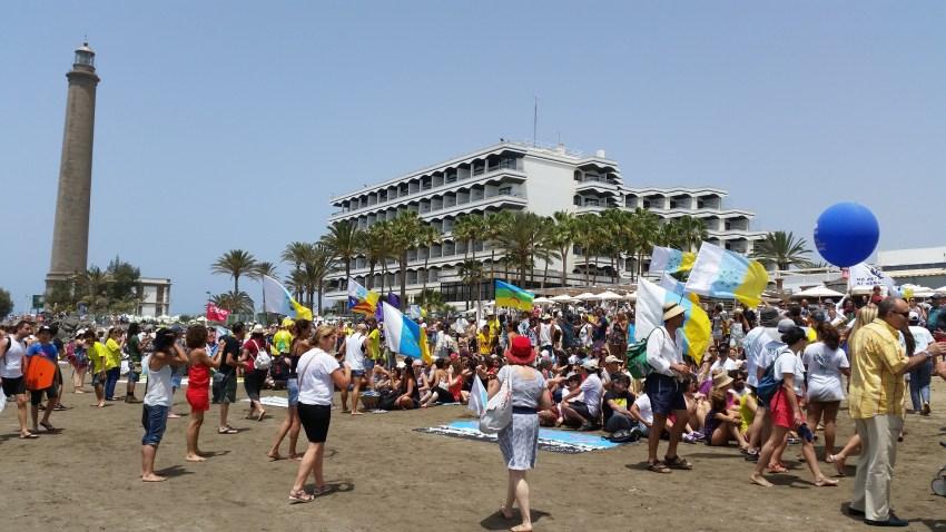 Playa de Maspalomas, cadena humana y sentada contra Repsol