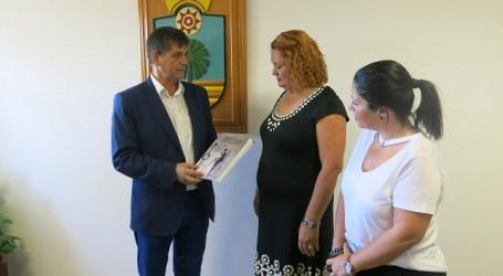 El comisionado y el Ayuntamiento trabajarán juntos contra la pobreza