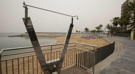 Las duchas de la recién inaugurada playa de Costa Alegre sin agua (vídeo y galería de fotos)