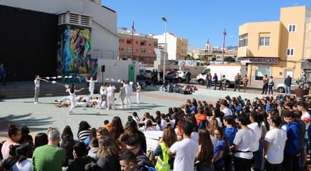 Más de 400 estudiantes de institutos celebran el Día Escolar por la Paz y la No Violencia en Vecindario