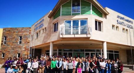 El pleno de Santa Lucía respalda mantener y reforzar las políticas por la igualdad y los servicios dirigidos a la mujer