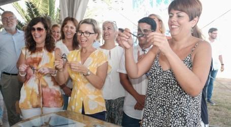 La Feria de Artesanía del Cabildo inunda de color y de diseños exclusivos los jardines del Faro de Maspalomas