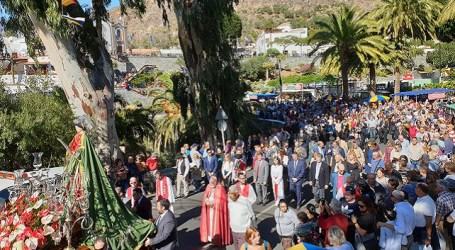 Miles de personas celebran el día grande de las fiestas de Santa Lucía