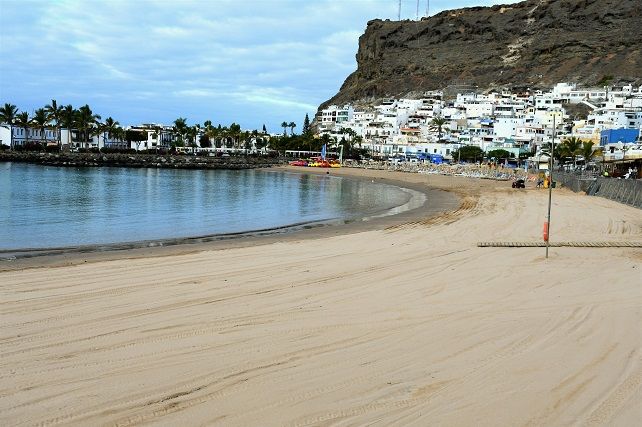 Playa de Mogán con aporte de arena del Sáhara