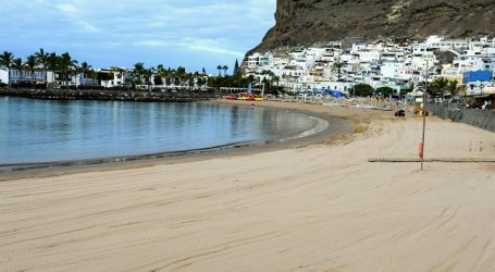 La Playa de Mogán gana 1.250 toneladas de arena