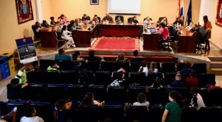 Mogán celebra un pleno con alumnado de 3º de Primaria del CEIP Playa de Arguineguín