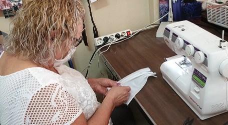 El alcalde promueve un grupo de costureras solidarias que fabrican mascarillas para el personal que está luchando contra el coronavirus