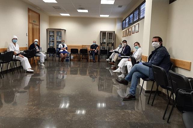 Enfermeras de Santa Lucía participan en una campaña de sensibilización ciudadana organizada por el Ayuntamiento Se explicará cómo ponerse la mascarilla de forma segura, como quitarse los guantes y la necesidad de mantener las distancias cuando se sale a la calle o se encuentran en un espacio cerrado