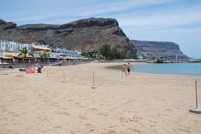 Las playas de Mogán abrirán con restricciones en la Fase 2 Agentes de los cuerpos de seguridad del Estado, voluntarios de Protección Civil, socorristas y personal de playas garantizarán el cumplimiento de las medidas