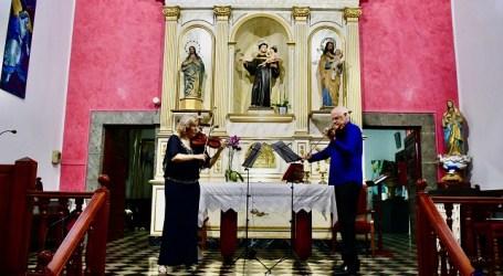 Mogán disfruta de un concierto del programa OFGC21  Mariana Abacioaie y Oscar Ptchelnik interpretaron la Sonata nº5 de Jean-Marie Leclair, el Dúo nº 12 para dos violines de Mozart y el Dúo concertante para dos violines op. 57 de Charles-Auguste de Bériot