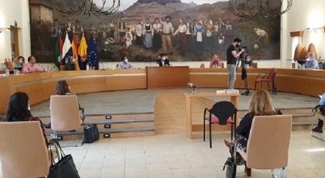 El pleno de Santa Lucía aprueba la ordenanza reguladora de Venta Ambulante que promueve los productos locales