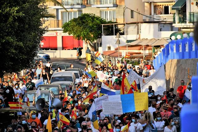 Nueva manifestación en Arguineguín convocada por la Cofradía de Pescadores Reivindican el traslado de las personas migrantes del puerto hacia instalaciones acondicionadas y poder volver a utilizar el espacio que ahora ocupa el campamento