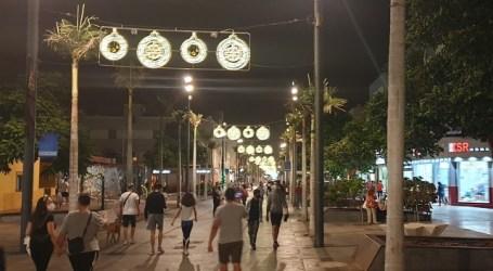 El Ayuntamiento adelanta el encendido del alumbrado navideño para animar a las compras en el comercio local