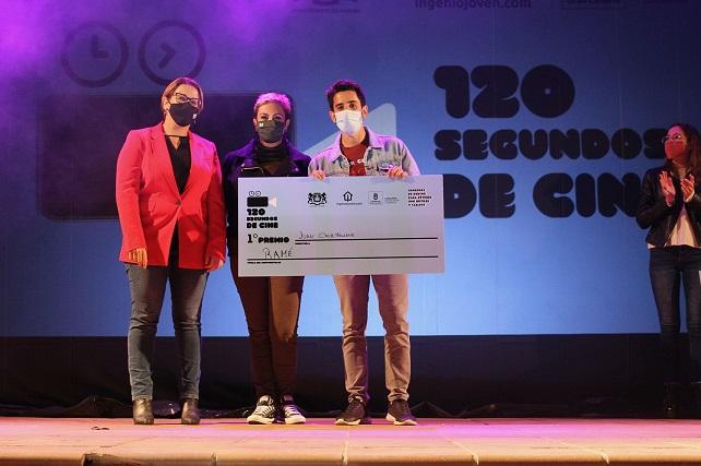 Juan Cruz, con su corto 'Ramé', se alza con el primer premio del concurso '120 Segundos de Cine' de Ingenio La carpa instalada en la plaza de La Candelaria acogió la proyección de los nueve trabajos que se presentaron en la primera edición de este certamen