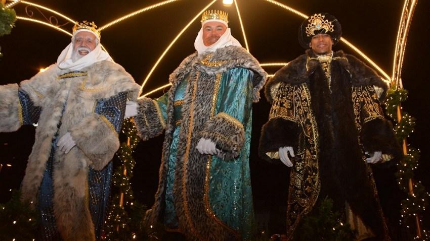 El Ayuntamiento organiza el mayor recorrido en los últimos años de los Reyes Magos de Oriente   Recorrerán el municipio de San Bartolomé de Tirajana en tres coches descapotables acompañados por sus pajes, Policía Local y Protección Civil