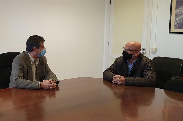 El Ayuntamiento de Santa Lucía y el Diputado del Común incrementarán su colaboración para atender las demandas ciudadanas Rafael Yanes fue recibido por el alcalde Santiago Rodríguez; el primer teniente de alcalde, Francisco García, y el segundo teniente de alcalde, Marcos Rufo