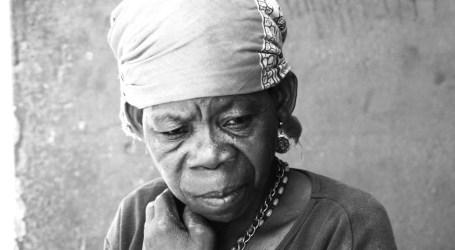 Se inaugura en Agaete la muestra colectiva que aúna fotografía y poesía, 'La piel tiene sus razones'
