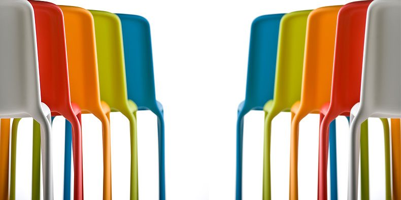 Apa Fungsi Lubang Pada Permukaan Kursi Plastik?