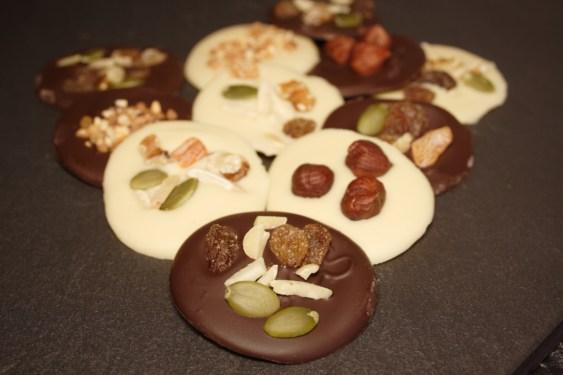 medallones-de-chocolate-blanco-y-negro-5