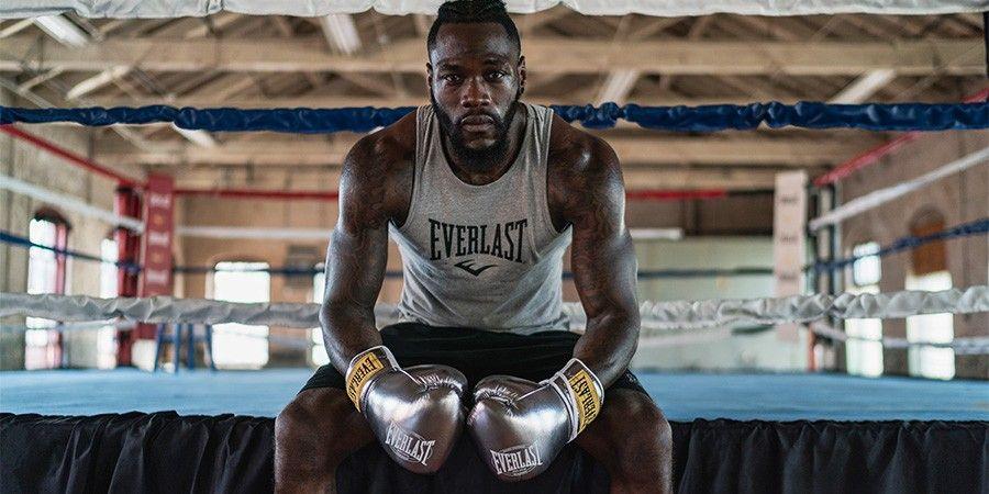 boxeoador de everlast sentado