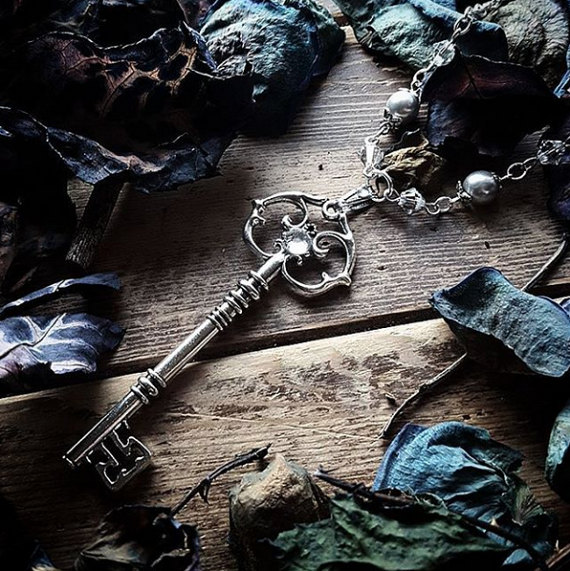 "alt=""silver key elf necklace"""