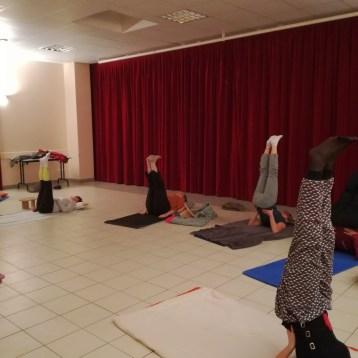 yoga-adultes-posture-épaules