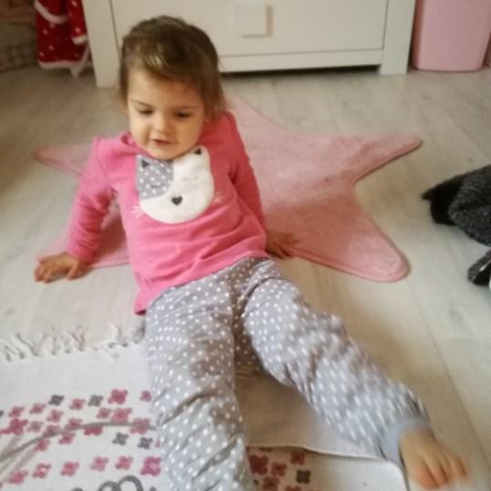 yoga-enfant-exercice-jambes